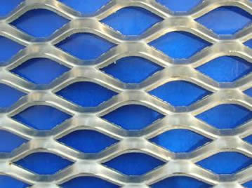 Expanded metal mesh with diamond holes.